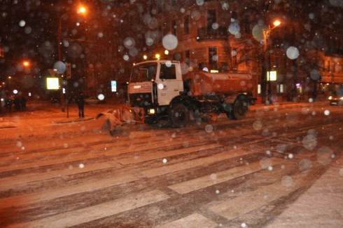 Уборка снега в Кронштадте в 2012 году