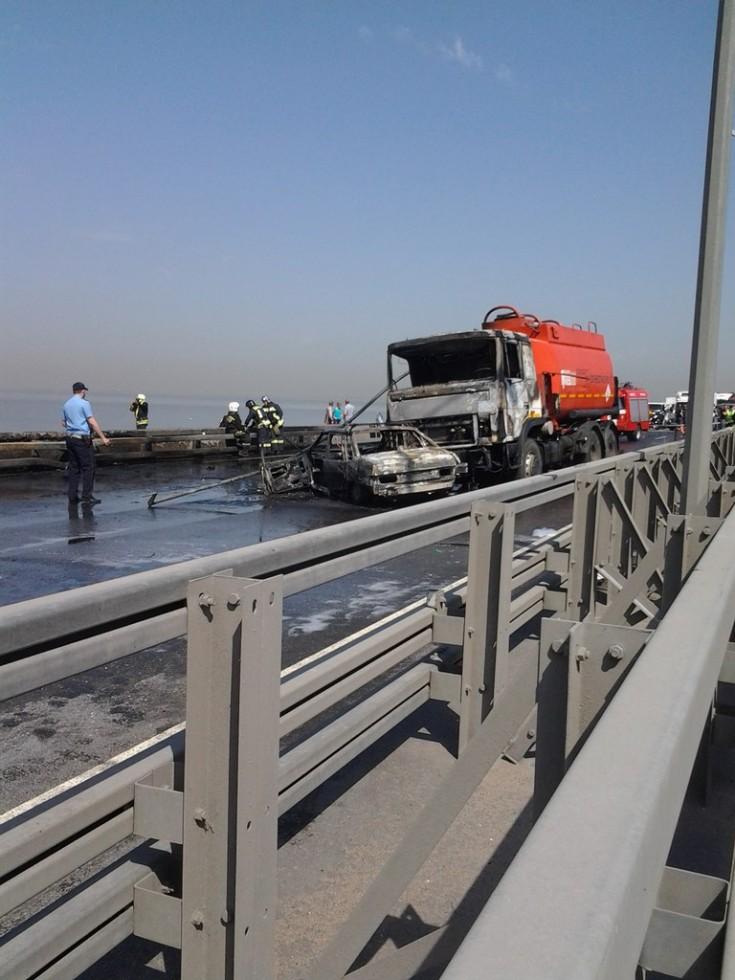 На дамбе авария с бензовозом