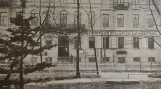 """Дом купца Никитина, год постройки: 1853. Эксперт В. Гуляев: """"В настоящее время утрачена доминанта Соборной площади - Андреевский собор. Таким образом, частично утрачена историческая среда здания""""."""